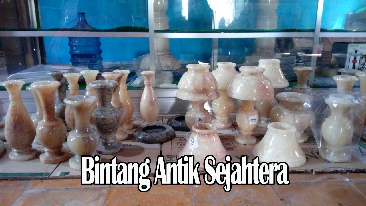 Vas Bunga Dari Marmer